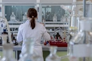 Scientist analyzing zantac for cancer causing NMDA